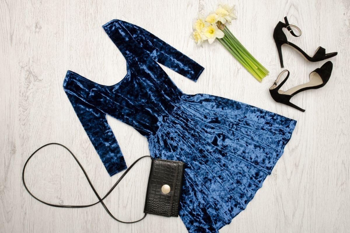 Blue velvet dress with handbag and black shies