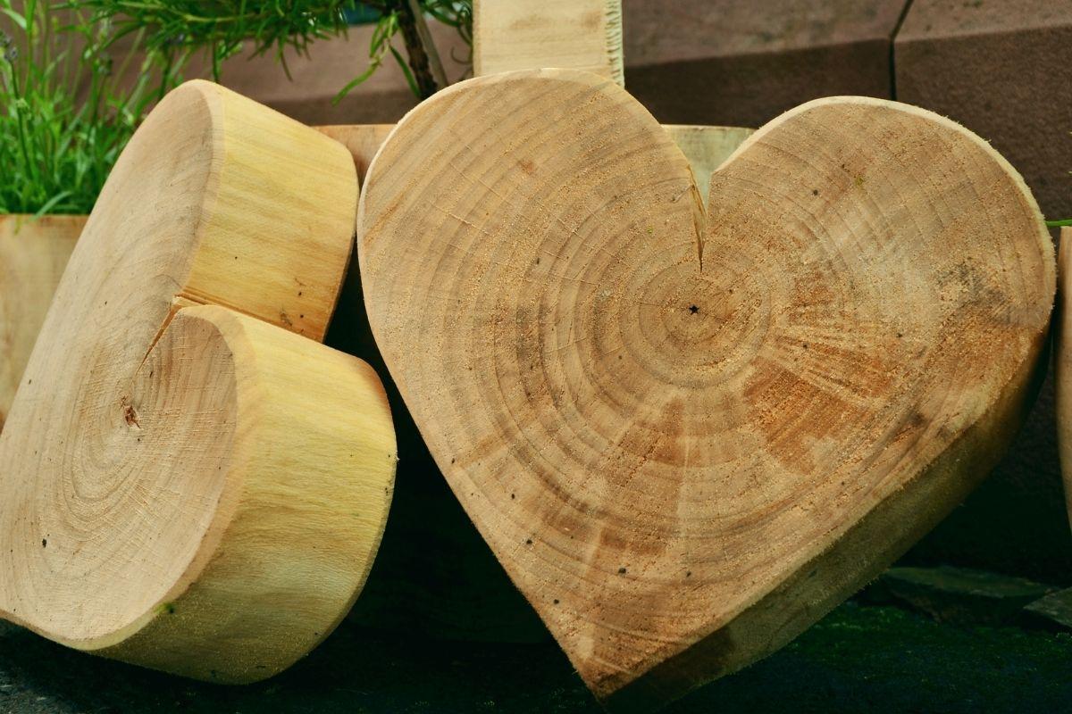 Wood whittle in heart shape