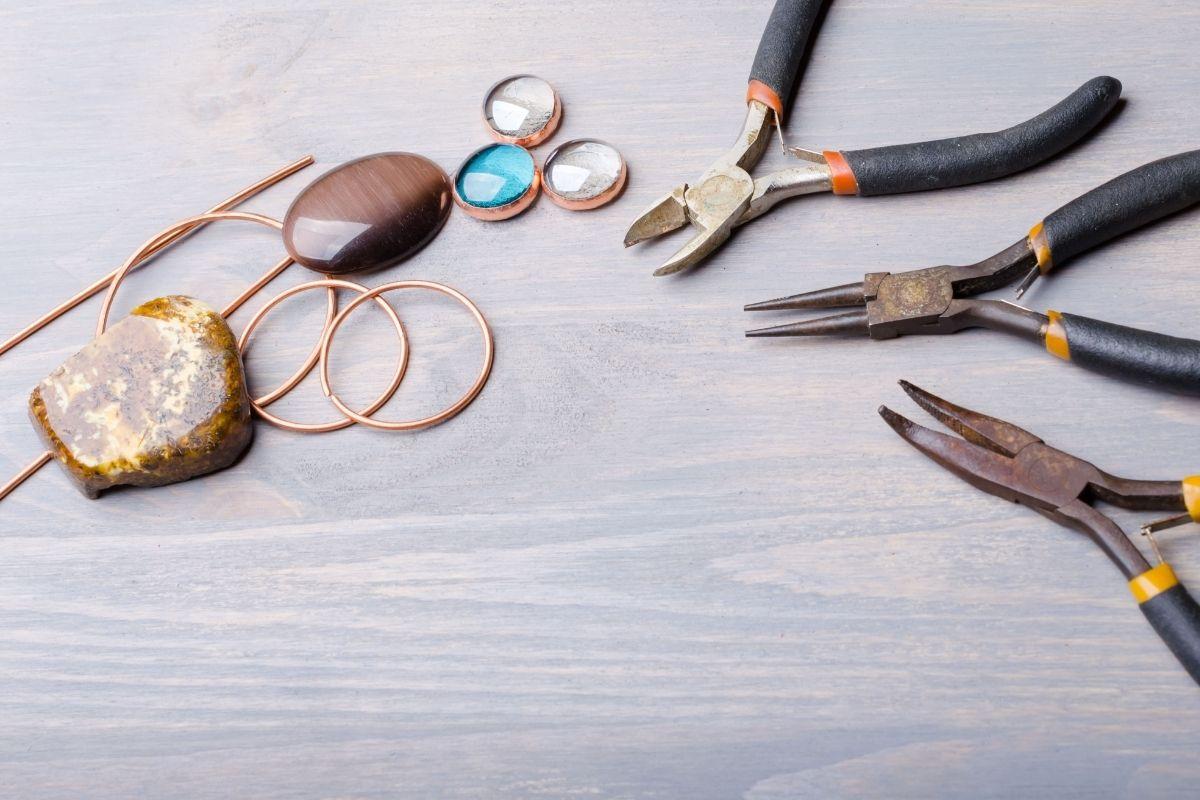 Making jewellery kit